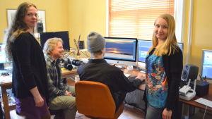 Tiina Saario, Petteri Saario, Antti Saario och Sari Orkomies på produktionsbolaget DocArt.
