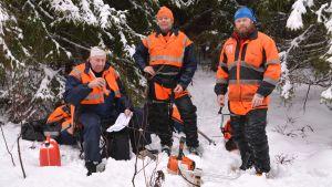 Skogsarbetarna Bengt Karlsson, Kenneth Rehnberg och Peter Olander
