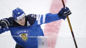 Jori Lehterä firar Finlands 1-0-mål mot Tjeckien.
