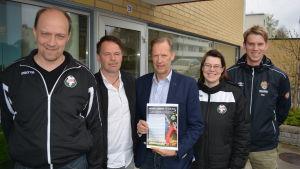 Thomas Käldström, Tony Roos, Peter Ahlstedt, Åsa Karlström och Dan Käldman tror på Football Carneval.