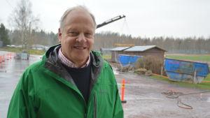Patrik Flygar, styrelseordförande för bolaget som bygger allaktivitetshallen i Sjundeå.