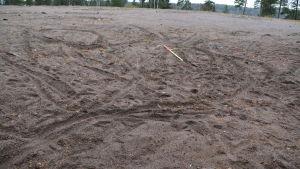 Mopedspår i sanden
