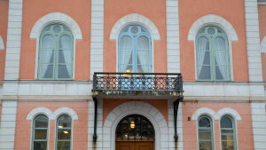 Fasad med balkong