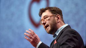 Timo Harakka talar på SDP:s partikongress i Lahtis 2017.