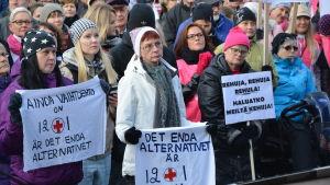 Manifestationen för VCS på Vasa torg.