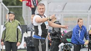 Conny Karlsson stöter kula, 2009.