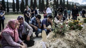 De anhöriga sörjer dödsoffren för den förödande gruvolyckan i Soma i Turkiet.