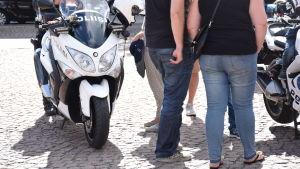 Motorcykelpolis på polisens dag