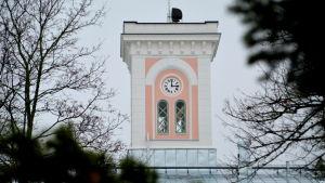 Torn med klocka