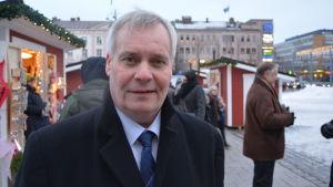Socialdemokraternas ordförande Antti Rinne på torget i Vasa.
