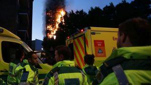 Räddningsmanskap i London.