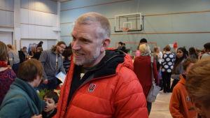 Pata Degerman besökte julbasaren.