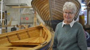 Ann-Maj Malmström i båthallen i Kuggom