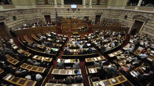 Det grekiska parlamentet debatterar åtstramningslagar.