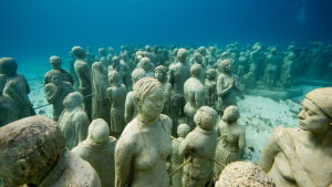 Undervattensmuseum utanför Cancun i Mexiko.