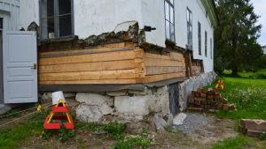 Största delen av stockarna på Kuddnäs huvudbyggnad byts ut.