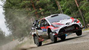 Esapekka Lappi har vunnit tre av de sex första specialsträckorna i det finländska VM-rallyt.
