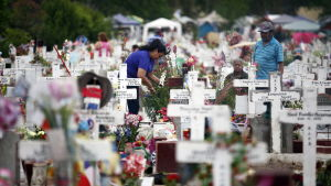 Mänskor minns sina döda anhöriga i Chile