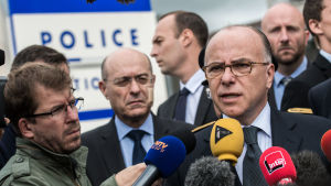 Enligt inrikesminister Bernard Cazeneuve har omkring 20 moskéer stängts
