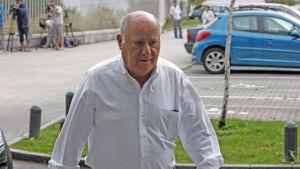 Amancio Ortega, grundaren av klädjätten Zara, på väg till sin ex-frus begravning.