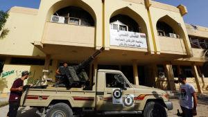 Den islamistiska milisen baserad i Misrata har intagit den internationella flygplatsen i Tripoli.