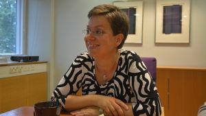 Charlotta af Hällström-Reijonen är en av språkexperterna i Radio Vegas Spräkväktarna.