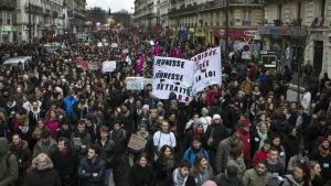 Demonstration mot reformer i arbetsrätten i Paris