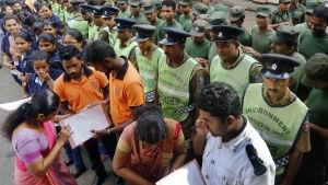 Sri Lanka försöker bekämpa spridningen av dengue.