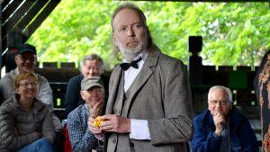 Erik Snellmans karaktär Roy From i pjäsen En fru för mycket.