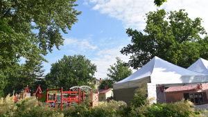 lekpark och tält