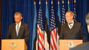 Obama och Ilves på presskonferens i Tallinn.