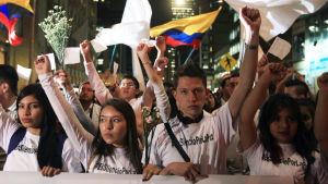Hundratals colombianer marscherade för fred i huvudstaden Bogotá den 5 oktober 2016.