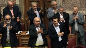Grekiska parlamentet röstade ja för en folkomröstning om lånevillkoren.