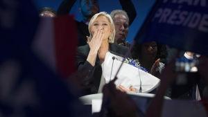 Ytterhögerns kandidat Marine Le Pen höll tal i Hénin-Beaumont i Frankrike den 23 april 2017 efter att det blev klart att hon tagit sig vidare till den andra omgången i presidentvalet.
