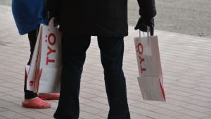 "SDP utdelar ""goodie bags"" åt medborgare."