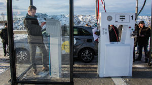 Leif Åkers tankar sin gasbil.