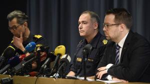 Svenska polisens presskonferens den 9 april 2017 med anledning av terrorattentatet i Stockholm den 7 april.