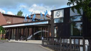 Ingången till Kisakallio idrottsinstitut