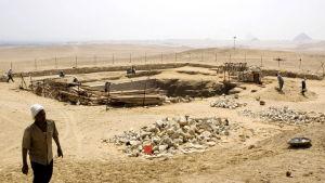 Många faraoner ligger begravda i Abu-Sir.