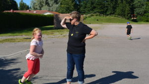 Inger Johansson håller koll på eftisbarnen.