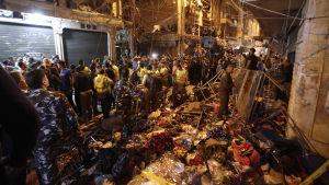 Platsen där en självmordsbomb briserade i Beirut.