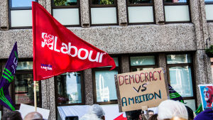 Brittiska partiet Labours flagga.