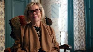 Stina Leppänen i museet Hedvigs minne i Nådendal