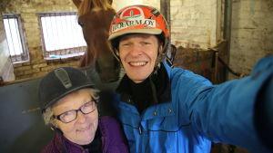 Toni Nieminen toteutti Tyynen, 76, haaveen päästä suomenhevosen selkään ensi kertaa sitten tyttövuosien.