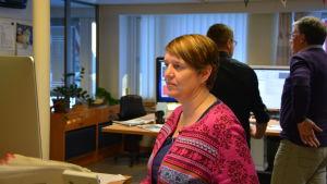 Nyhetschef Marina Holmberg vid tidningen Västra Nyland