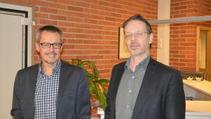 Kyrkoherde Anders Lindström i Ekenäsnejdens svenska församling och kyrkoherde Pentti Raunio i Karis-Pojo svenska församling.