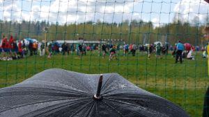 Regnet öser ner på Sjundeå Cup 2015