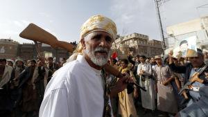 I Saana protesterar Houthianhängare mot de saudiledda militära operationerna i Jemen.