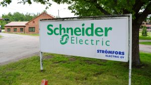 Skylt utanför Schneider electric i Strömfors.