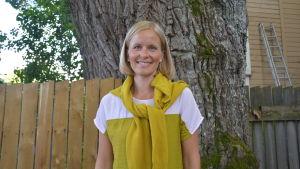 Sofie Backman är uppvuxen i Degerby, bor numera i Berlin, Tyskland.